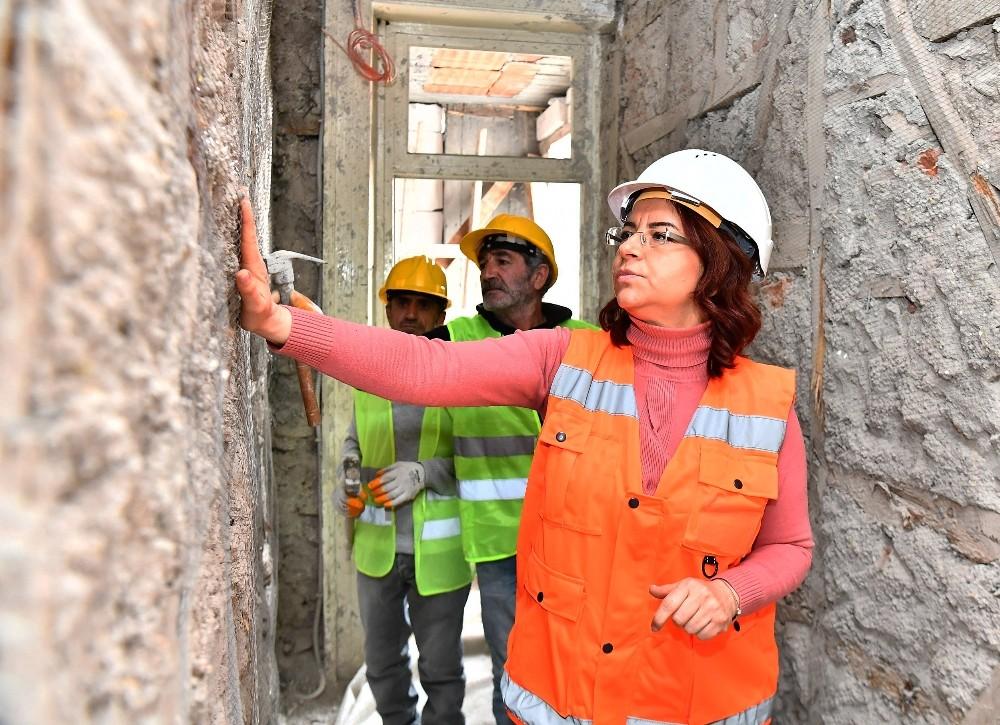 İzmir Büyükşehir Belediyesinde Yöneticilerin Yarısı Kadın