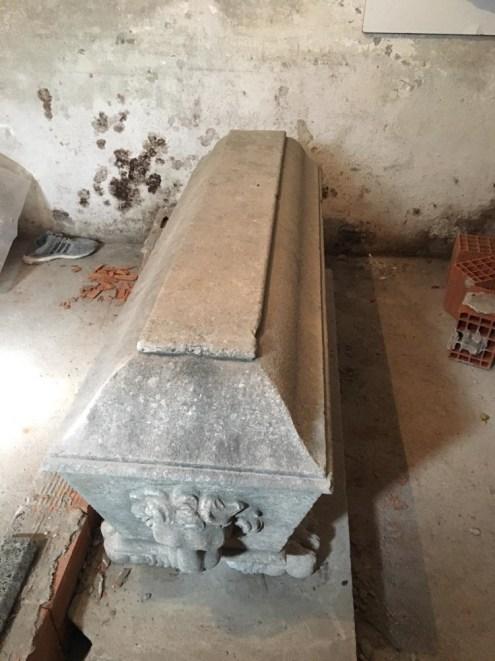İzmirde Roma Dönemine Ait Bin 500 Yıllık Sunak Ele Geçirildi