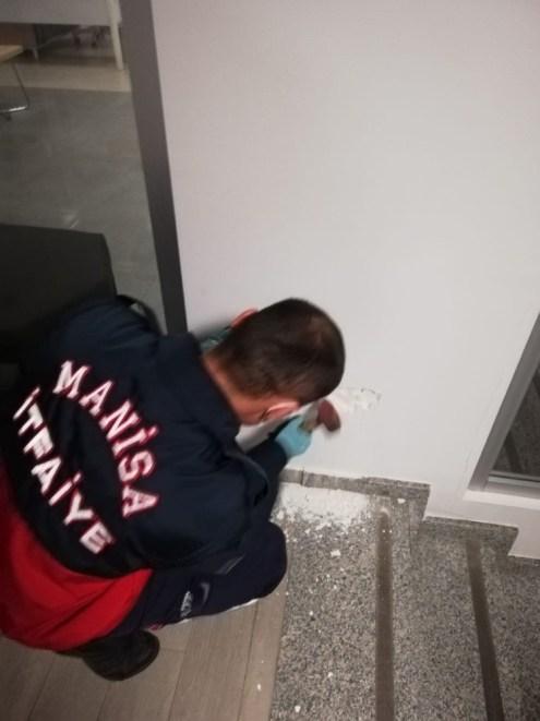 Banka Duvarının İçine Sıkışan Yavru Kedi Kurtarıldı