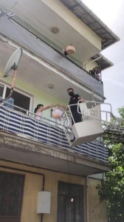 İtfaiyeden Yangın Merdivenli Doğum Günü Sürprizi