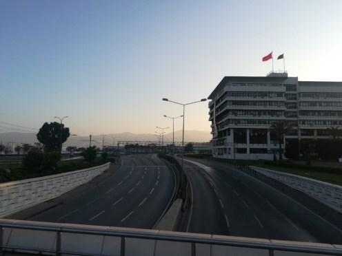 İzmirde Cadde Ve Meydanlar Boş Kaldı
