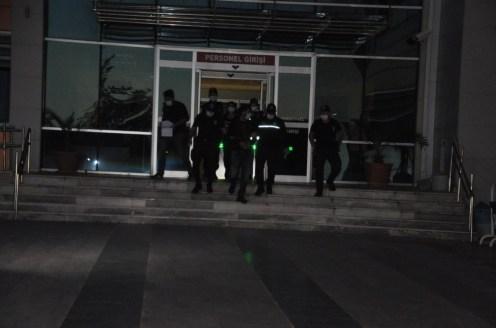 İzmirde Çok Sayıda Suçtan Aranan 2 Kişi Yakalandı