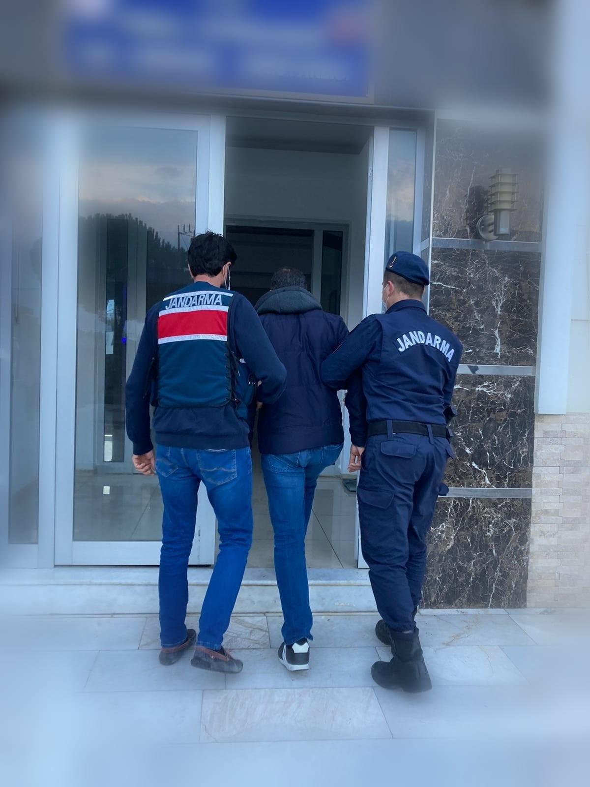 İzmirde, Jandarmadan Sosyal Medyada Terör Takibinde 6 Gözaltı