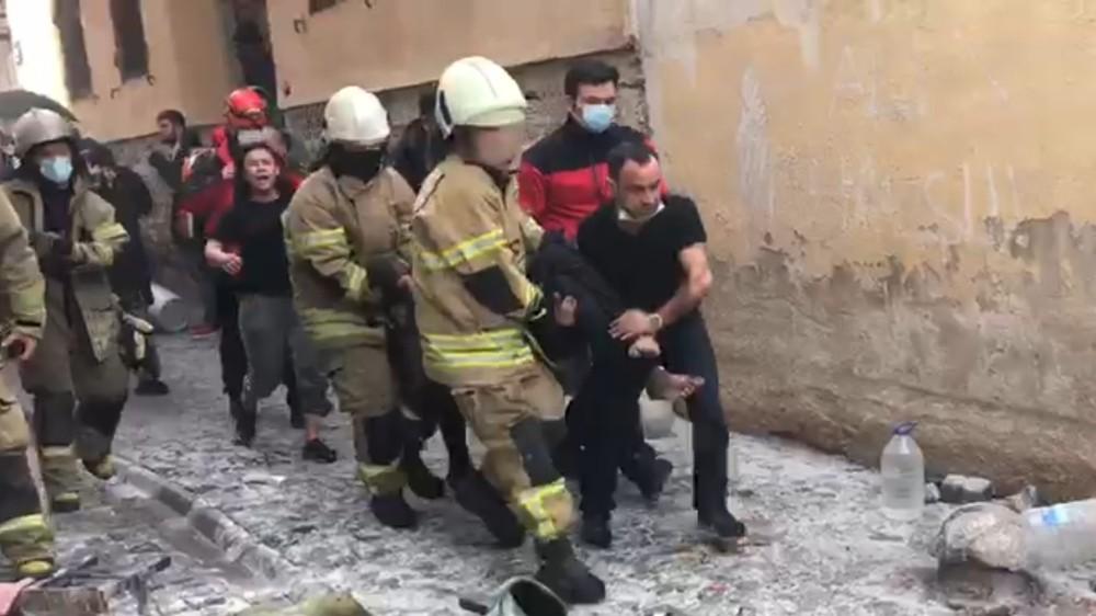 Alevlerin İçinde Kalan Hurdacıyı İtfaiye Kurtardı