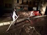 Manisada Fırtına Ağaçları Devirdi Çatıları Uçurdu