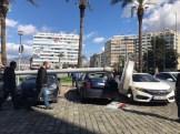 İzmirde Faciadan Dönüldü: Dev Aydınlatma Direği 5 Aracın Üzerine Devrildi