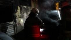 İzmirde Yangın Paniği: 2 Otomobil Ve 1 İş Yeri Yandı