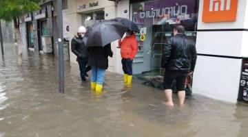 İzmir'i Vuran Sel Felaketiyle Esnaf Ve Vatandaş Çaresiz Kaldı