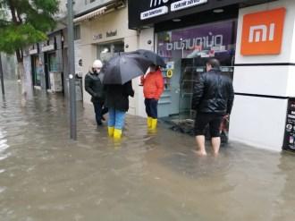 İzmiri Vuran Sel Felaketiyle Esnaf Ve Vatandaş Çaresiz Kaldı