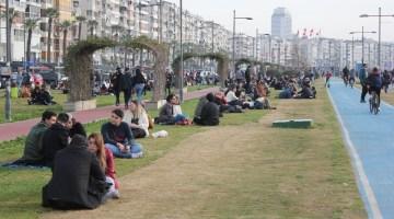 İzmir'de 'Kırmızı Alarm Uyarısına Rağmen Ürküten Yoğunluk