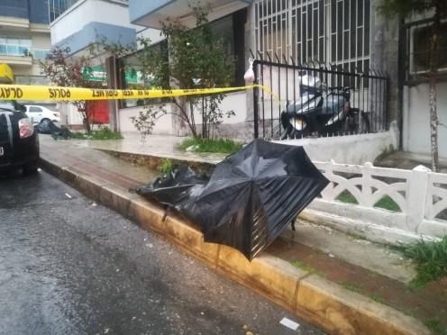 İzmirde Sokak Ortasında Ceset Bulundu