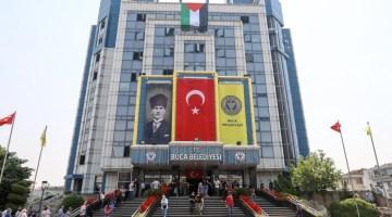 Buca Belediyesi hizmet binasına Filistin bayrağı