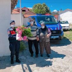 Manisada Şehit Anneleri İle 100 Yaş Ve Üzeri Anneler Unutulmadı
