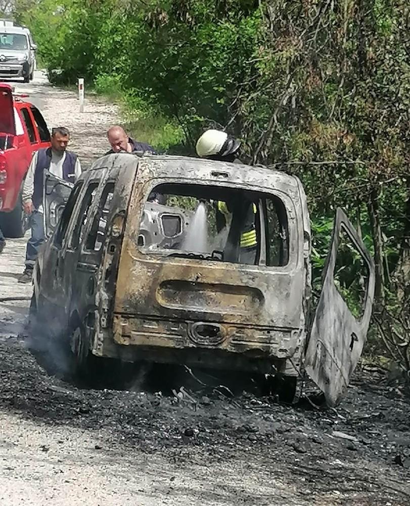 Spil Dağındaki Araç Yangını Korkuttu