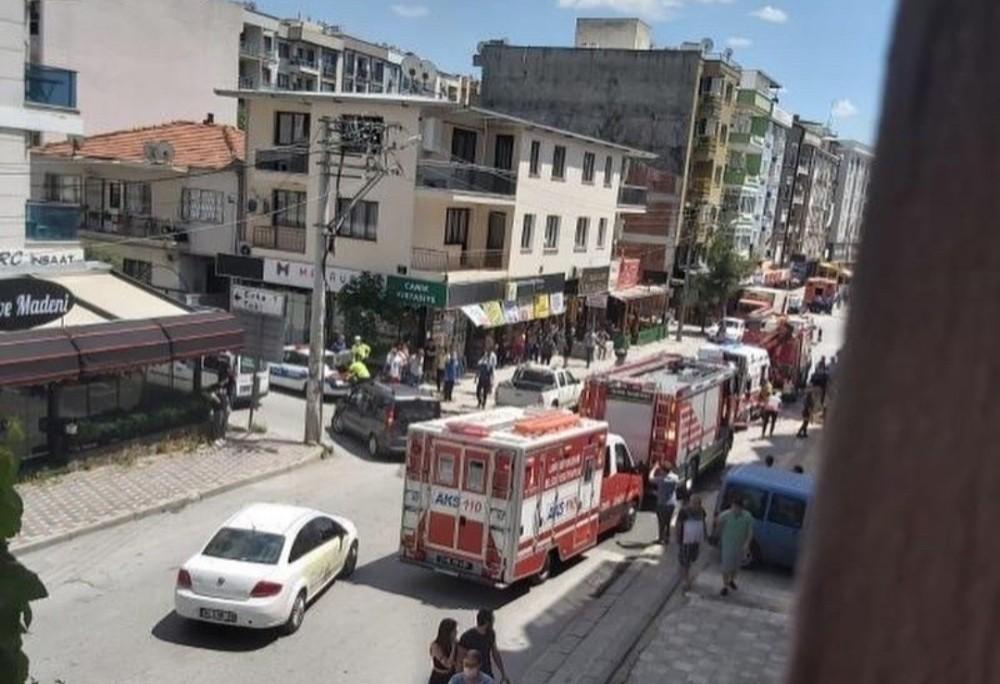 Freni Boşalan Tanker Apartmana Çarptı, Facianın Eşiğinden Dönüldü