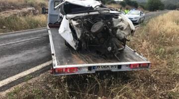 Takla Atan Otomobil Hurdaya Döndü, Sürücü Yaralandı