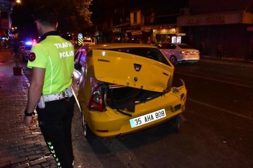 İzmirde Trafik Kazası: 1İ Polis 2 Yaralı