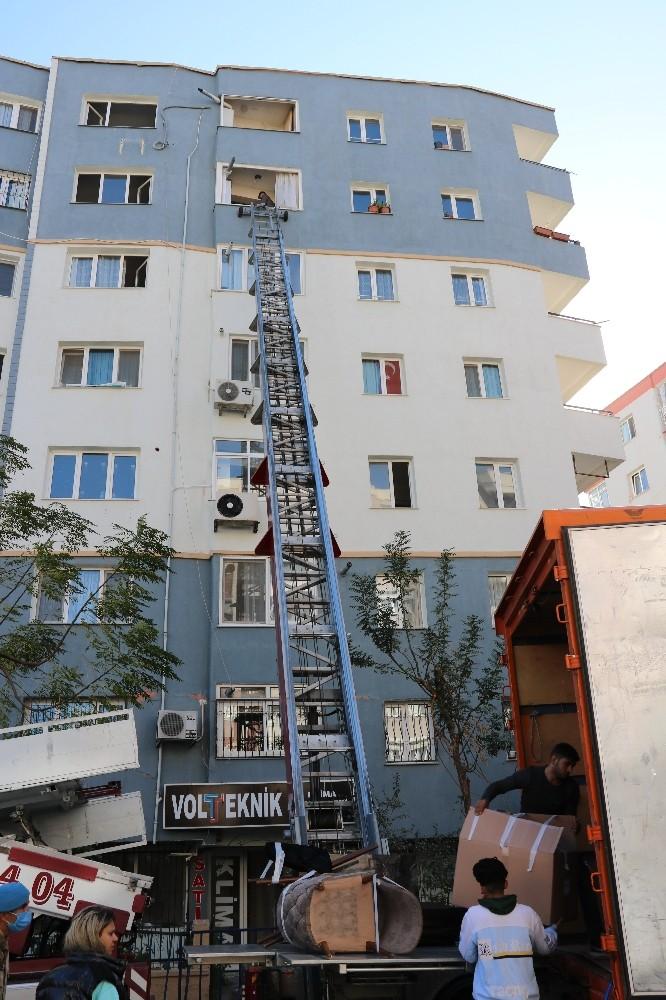Depremzedeleri Bir De Emlak Dolandırıcıları Vurdu