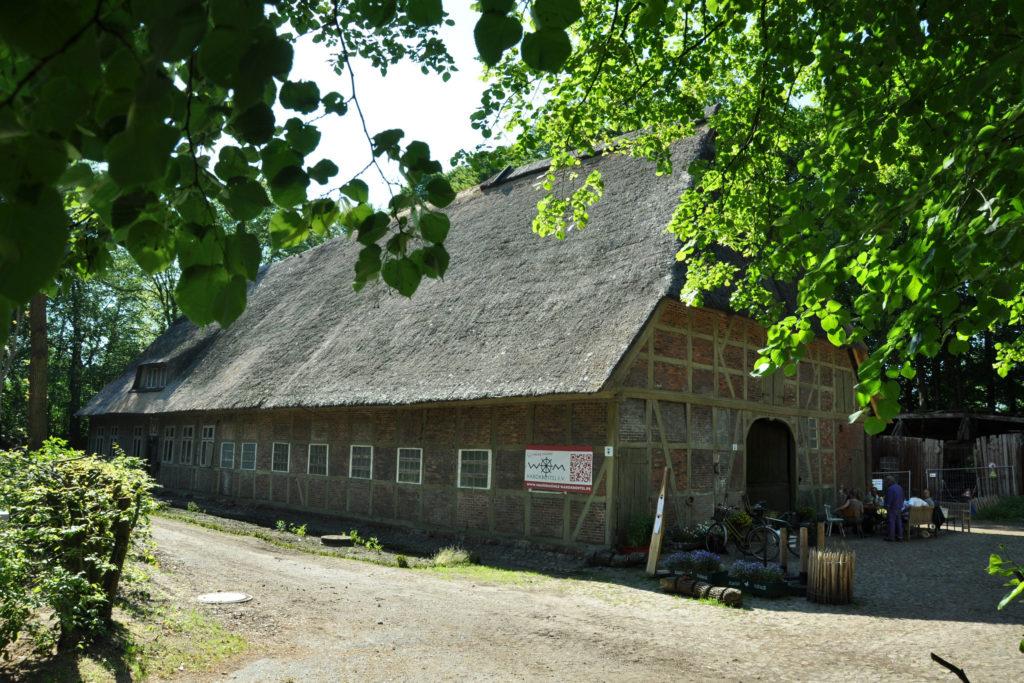 Die Wassermühle Karoxbostel lässt sich bis heute in Aktion erleben.