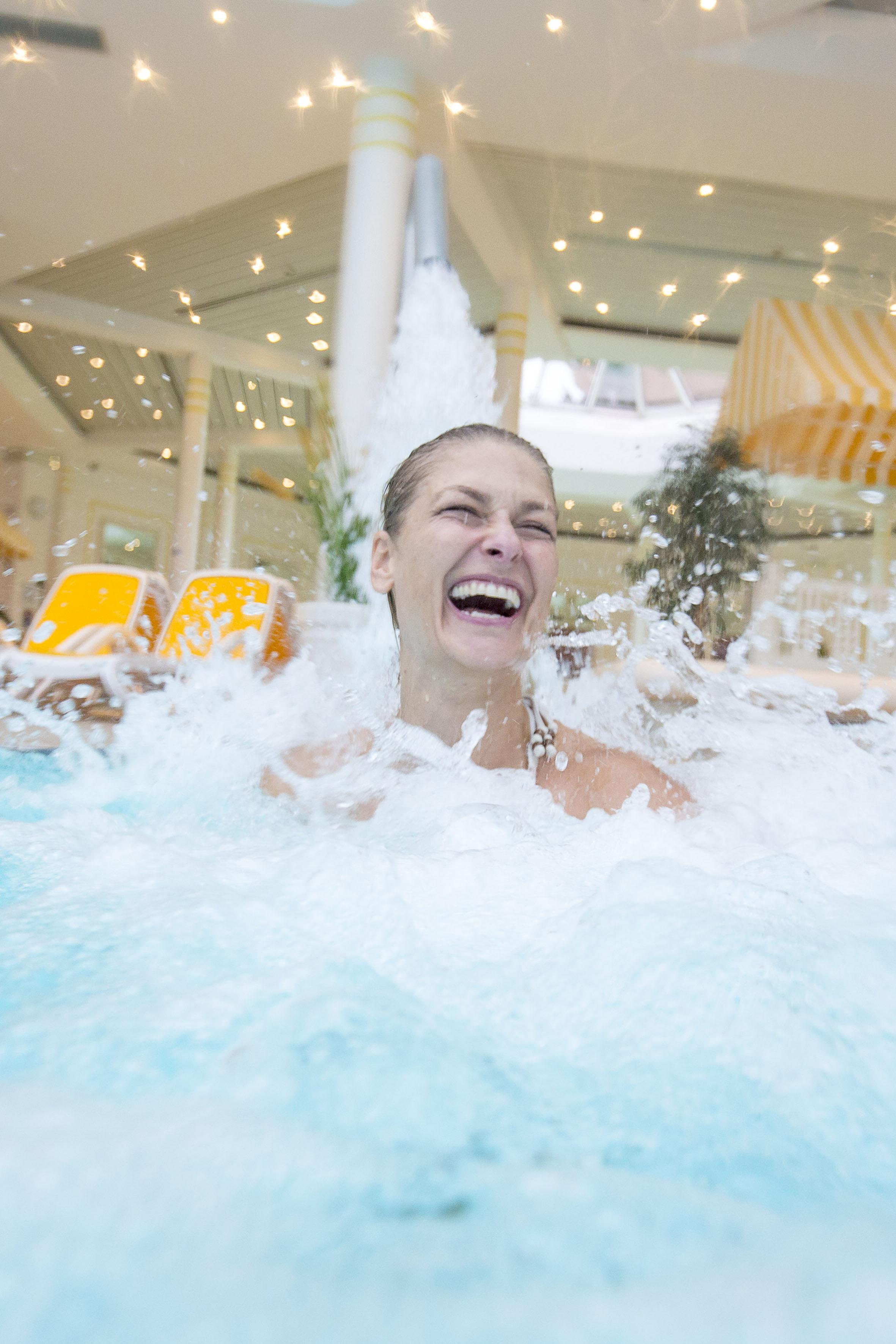 Wetterfesten Badespaß mit vielen Extras gibt es in der Nordseetherme.