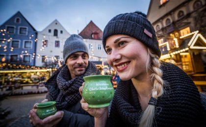 Beim Weidener Christkindlmarkt kann man auf dem Marktplatz ganz entspannt die vorweihnachtliche Atmosphäre genießen.