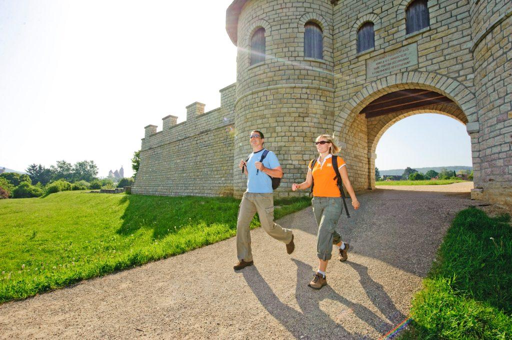 Das imposante Kastell Biriciana ist nur eines der wichtigen Baudenkmäler, das Wanderer auf ihren Touren rund um Weißenburg erkunden können.