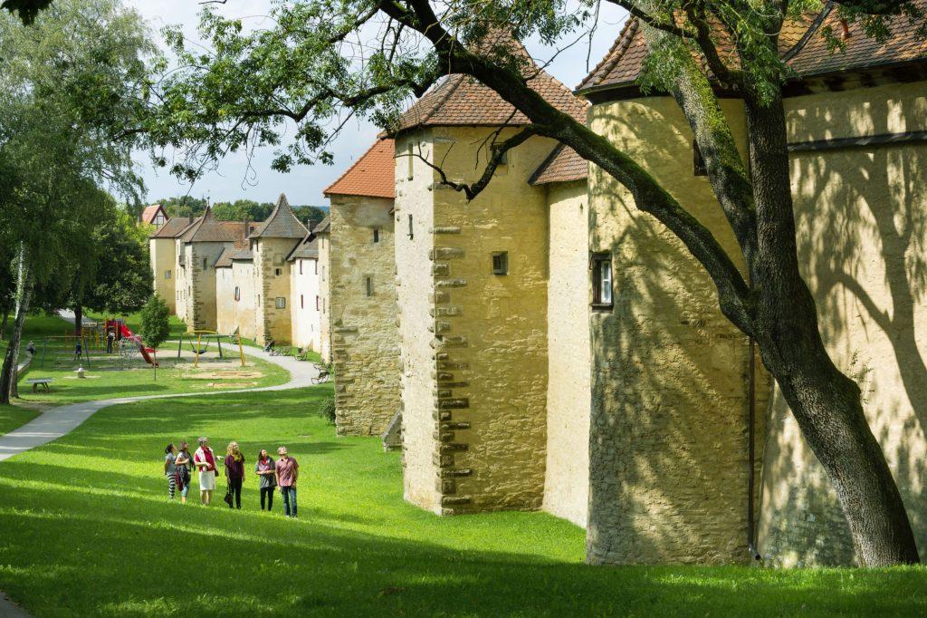 Die Stadtmauer Weißenburgs mit ihren 38 Türmen ist weitestgehend erhalten.