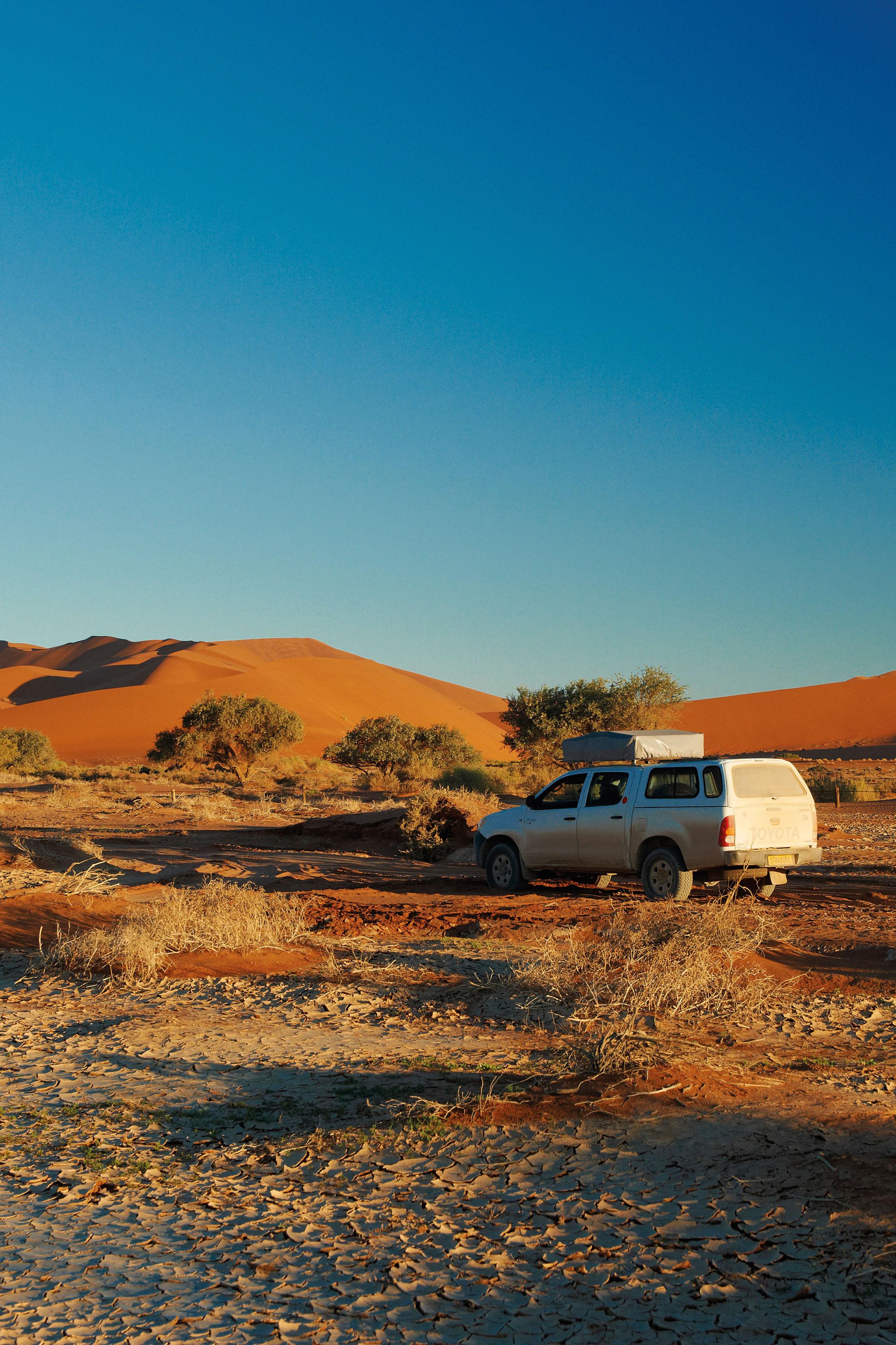 Namibia fasziniert durch seine spektakulären Wüsten und die wildreichen Gebiete ebenso wie durch sein buntes Völkergemisch und seine koloniale Vorgeschichte.