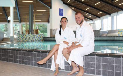 Die Badehalle der Therme in Bad Griesbach wurde neu gefliest, es gibt viel Raum zum persönlichen Entspannen.