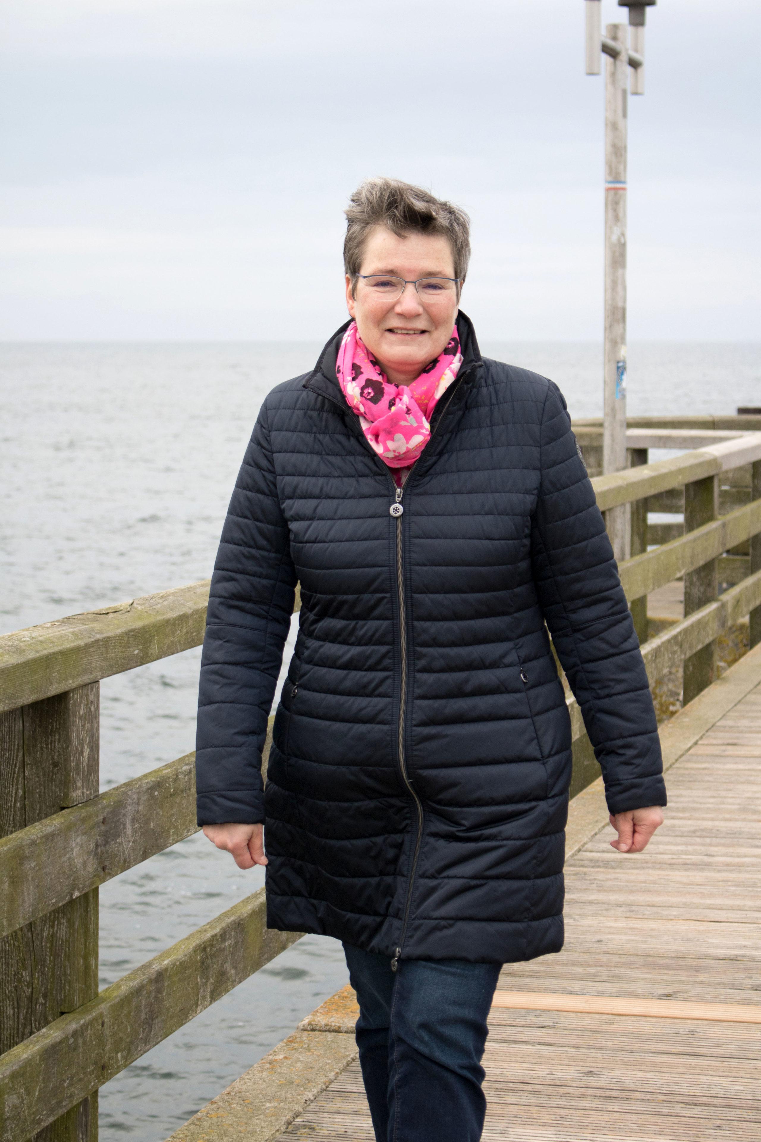 Ihre Spaziergänge und Walking-Runden startet Bürgermeisterin Dr. Benita Chelvier am liebsten von der Seebrücke aus.