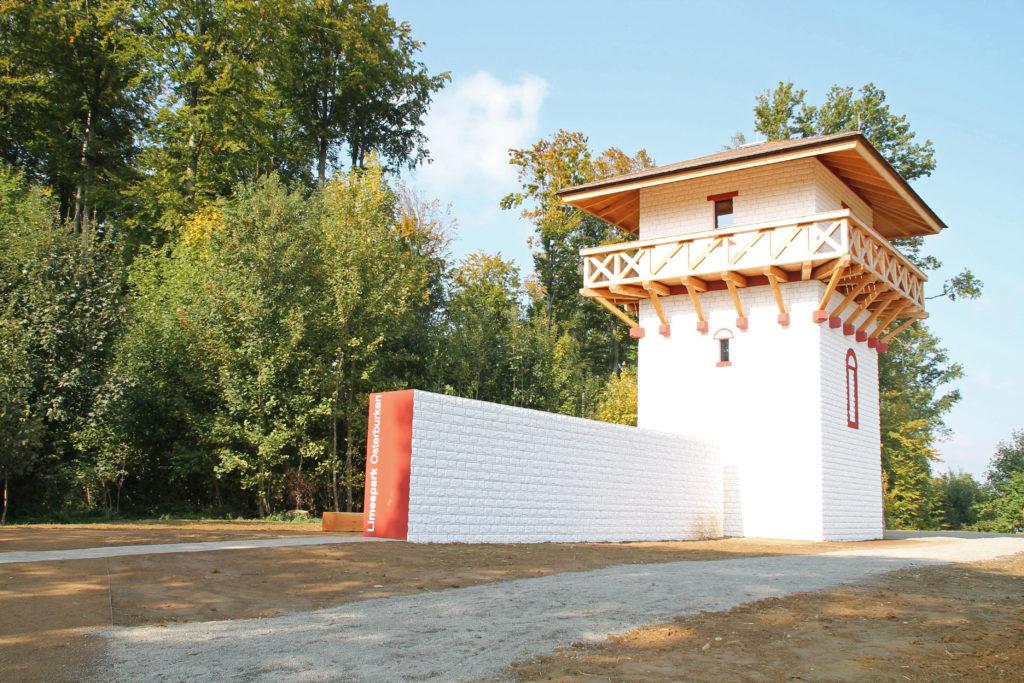 Begehbarer Limesturm nahe des Römermuseums Osterburken.