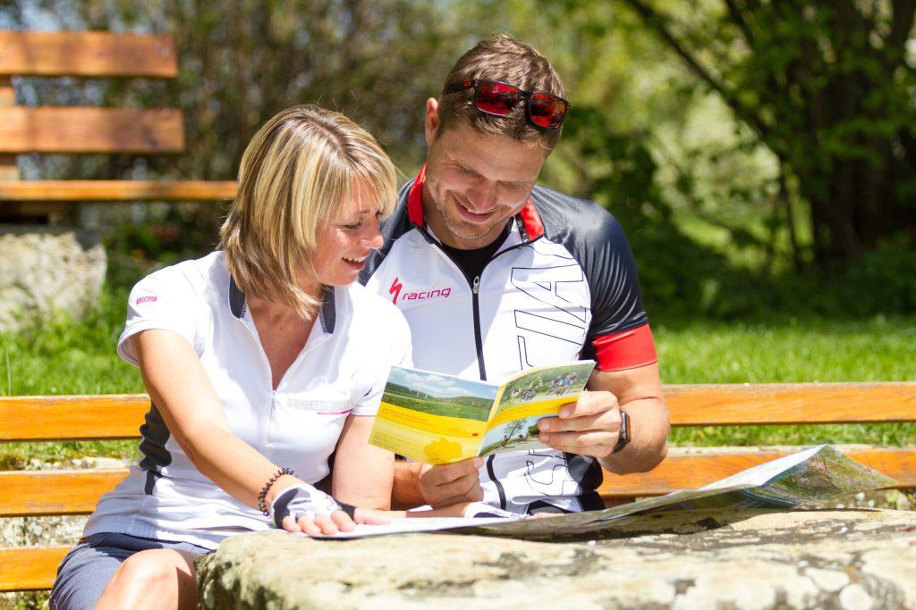 Gut informiert: Das Radtourismusportal hält zahlreiche Prospekte und Kartenmaterial bereit.