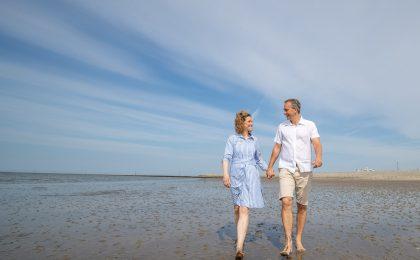 Paar am Nordseestrand - Unbeschwerter Nordsee-Urlaub