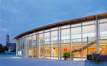 Amberger Congress Centrum am Abend