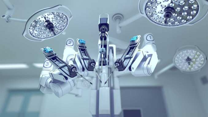 Imagem do robô Da Vinci, utilizado em cirurgia robótica.