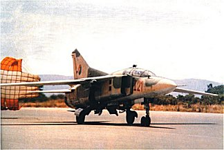 MiG-23UB FAPA I-21 . Foto de Vasco Enrique, Air International