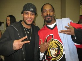 Snoop even has some Ottawa Senators love. No clue who he's standing with.