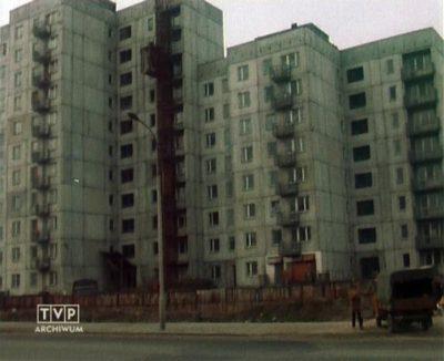 Blok przy Zamiany 14 stoi niewykończony i nic się nie dzieje. Dlaczego? Bo nie ma komu robić - odkryje smutną prawdę ekipa TVP.