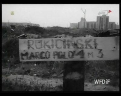 Pana Rokicińskiego poszukujemy. Może podzieli się wspomnieniami z czasów gdy działkowicze kolonizowali dziki zachód Ursynowa? W tle bloki przy Kazury i Hirszfelda. Kadr z kroniki PKF 15/82.
