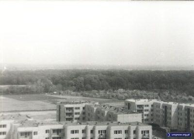 Za blokami osiedla Wolica puste jeszcze pole, na którym kiedyś wyrośnie osiedle Savim. Dalej - Park Natoliński. Zdjęcie nadesłał Paweł Gęsicki.