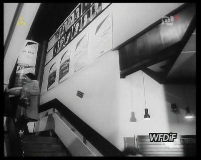 Wnętrze Domu Sztuki, schody na górę, do kawiarenki z pysznym sokiem pomarańczowym. Kadr z kroniki PKF 3/88.