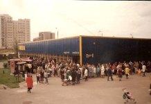 Otwarcie pierwszego sklepu sieci IKEA w Warszawie. Ul. Bacewiczówny 8, wrzesień 1990. Fot. IKEA.