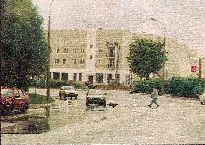Łuk ulicy Surowieckiego, w tle buduje się blok nr 2. Patrzcie, ile się dzieje! Zdjęcie z magazynu