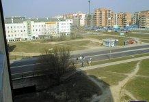 Ekipa hydrologiczna przekroczyła Herbsta i jest vis a vis restauracji Vis a Vis w bloku przy KEN 95. Z okna sytuację kontroluje Krzysztof Stajkowski.