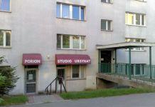 Studio pierwszej ursynowskiej telewizji kablowej Ursynat dostępnej swego czasu w sieci kablowej Poriona. Meander 15. Fot. Maciej Mazur