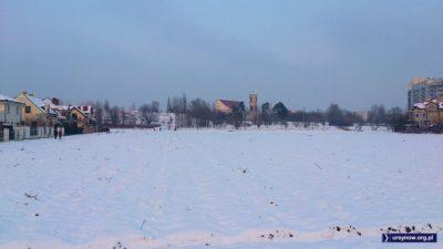 Krajobraz sielsko - wiejski, a to przecież raptem tylko Kazurka i kościół przy Stryjeńskich. Fot. Maciej Mazur.