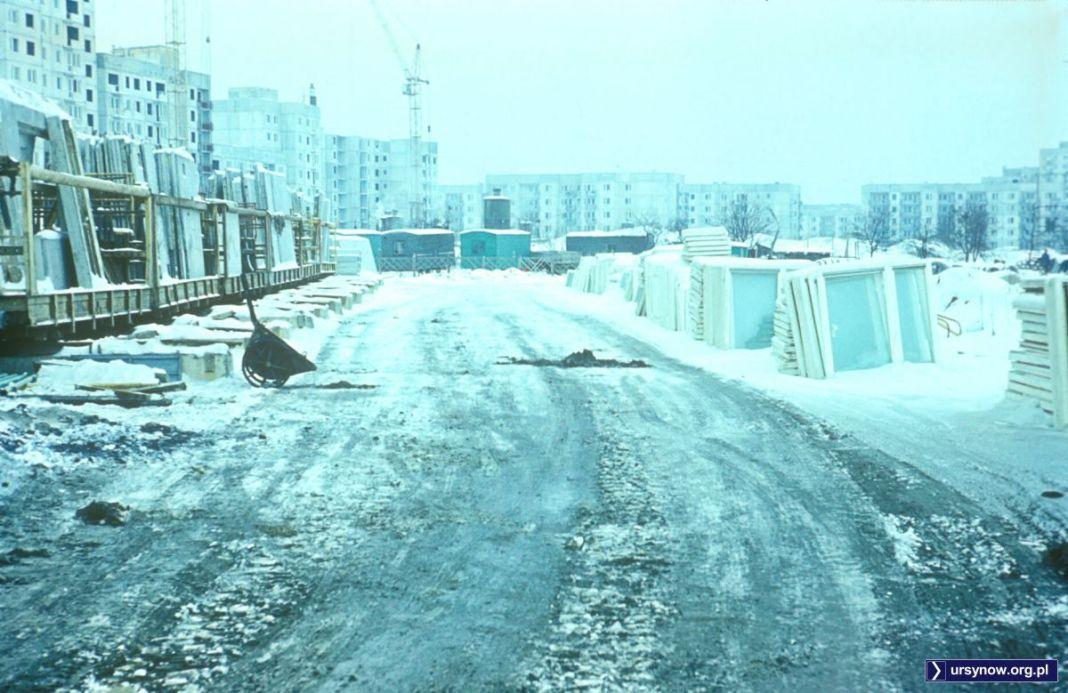 Baza budowlana na przyszłym Placu Wielkiej Przygody. Początek 1977. Fot. Włodzimierz Witaszewski.