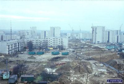 Wiolinowa 11 i 13. Pierwsze zmontowane bloki Ursynowa. Nie zasiedlili ich lokatorzy - służyły za zaplecze budowy. Fot. Włodzimierz Witaszewski
