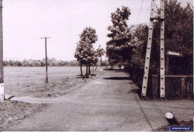 Rok 1974. Ulica Barwna róg Strzemiennej, widok na północ z okolic dzisiejszego ronda przy Surowieckiego. Zdjęcie ze zbiorów rodziny Pytko.