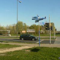 Za tytułową ulicą Przy Bażantarni będzie kiedyś główne wejście do reprezentacyjnego parku Kabat. Na razie wiadomo tylko, gdzie wykonawcy nabędą glazurę i gdzie znajdą pomoc gdy zmorzy ich kac. Fot. Maciej Mazur.